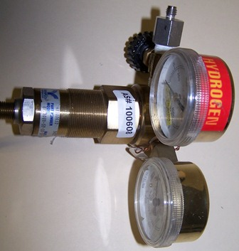 Veriflo HPR800 Series Regulator with Pressure Gauge, Type HPR800B-5P-10-30-4-580